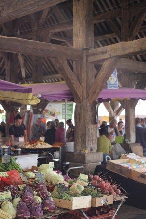 Monday morning market at the Halles de Questembert