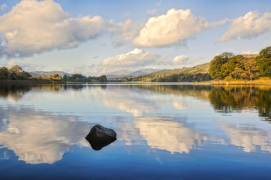 Graythwaite, UK: Esthwaite Lake for Scenic Walks