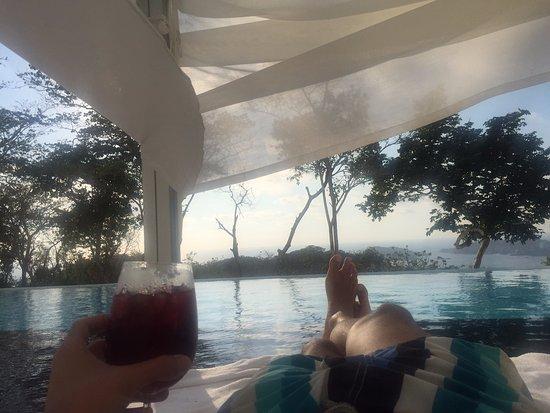 Hotel Encanto: Disfrutando de la piscina.