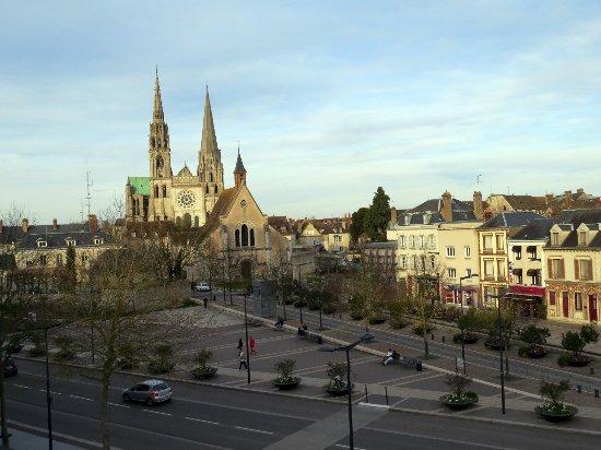 Mercure Chartres Centre Cathedrale: A Catedral de Chartres domina a vista