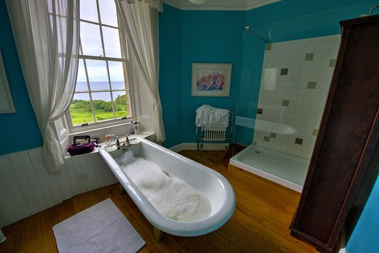 Glengorm Castle: Tub with a View