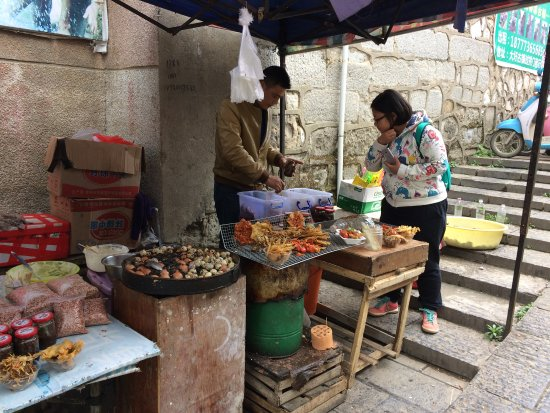 Wendy Wei Tours: Street snacks in Old Town