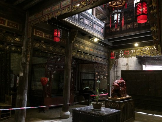 Wendy Wei Tours: Old Town house converted to an antique gallery.