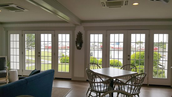 Beaufort Inn: Renovated Dining Area