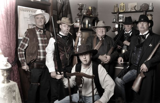 Коб, Ирландия: Cobh Pastimes Saloon Bar-mean hombres at Smiffy's Saloon Bar