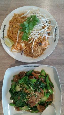 Claremont, Kaliforniya: Top Pad Thai with shrimp . Bottom Ka Na Mu Krob