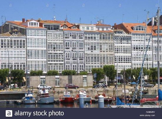 La Marina Zona De Ocio Bares Terrazas Y Las Famosas Fachadas De Galerías De Cristal Fotografía De A Coruña Provincia De A Coruña Tripadvisor