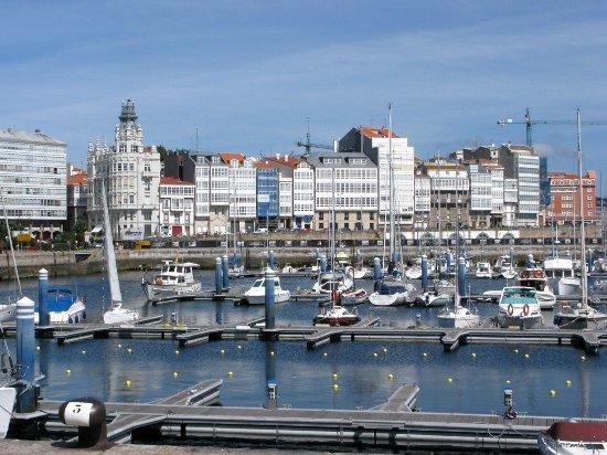 Zona del PARROTE hacia la ciudad vieja de La Coruña desde el puerto  deportivo. - Photo de La Corogne, Province of A Coruna - Tripadvisor