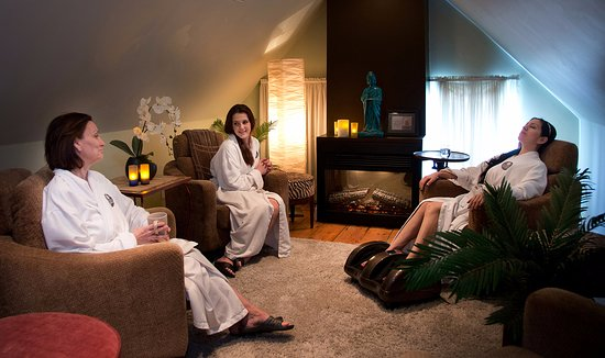 Eden Day Spa and Salon: Relax in privacy or with friends  in the Relaxation room before or after your Spa services.