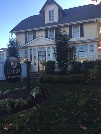 Eden Day Spa and Salon: Comfortable, cozy, beautiful, clean and relaxing!