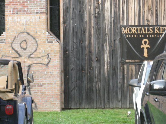 Lago Winery: Front of Mortal Keys. The brewery