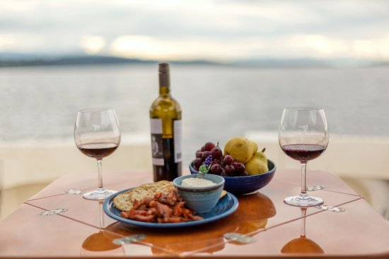 Nanoose Bay, Canadá: Sunset tours include a savoury or sweet snack