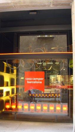 Casa Camper Hotel Barcelona: Entrance