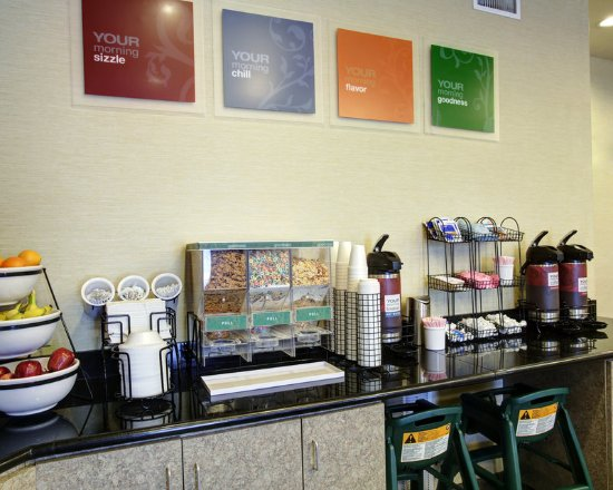 Comfort Inn and Suites: TXBBreakfast