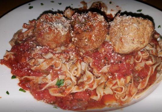 Ανατολικό Χάρτφορντ, Κονέκτικατ: Homemade pasta! As a traveler throughout Italy, and with my Italian heritage, the food is amazin