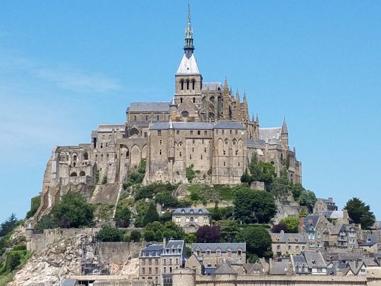Mont St Michel And Normandy Beaches Tour
