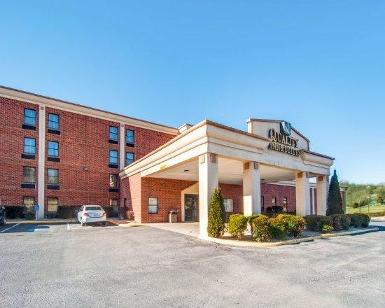Quality Inn & Suites: Exterior