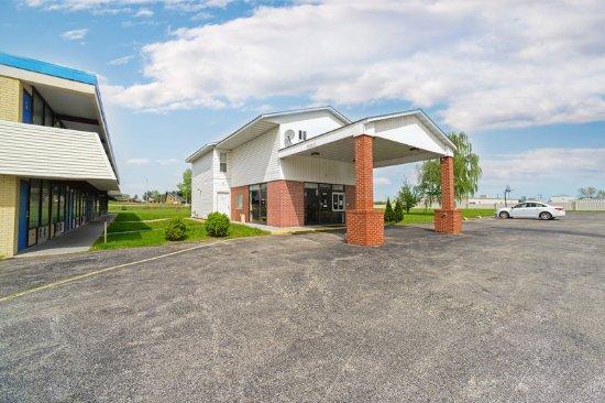 Maryville, IL: ILEXTERIOR