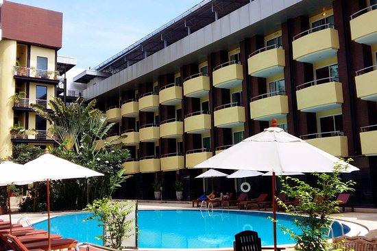 Baron Beach Hotel: Swimming Pool