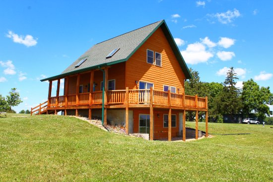 Decorah Highpoint- Pine Creek Cabins & Campground: #1 Pine Cabin Sleeps 17