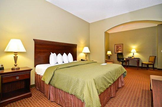 Demopolis, AL : King Suite Guest Room