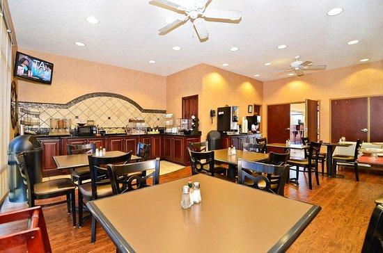 Demopolis, AL : Breakfast Area