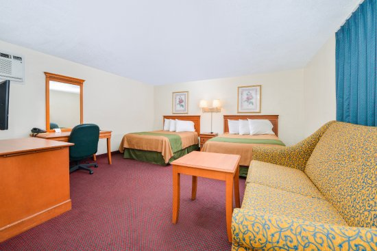 Americas Best Value Inn: Two Double Bed w/Sofa Bed