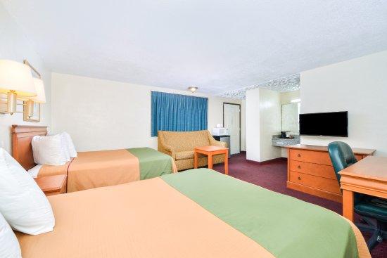 Americas Best Value Inn Two Double Beds W Sofa Bed