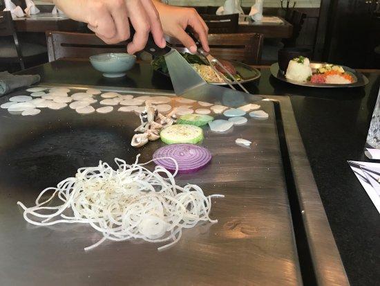 Suntory: Muy rica comida preparada en la mesa