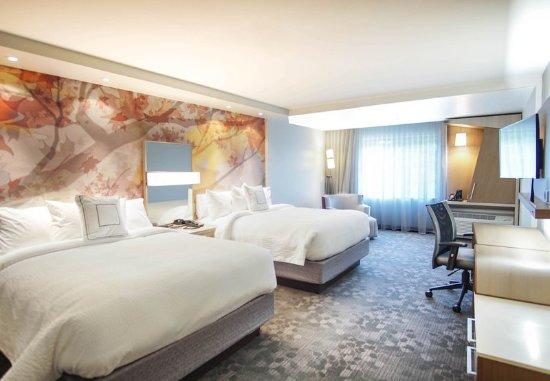 Lenox, MA: Queen/Queen Larger Guest Room