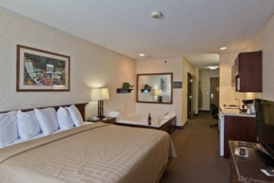 Coshocton, OH: Celebration Suite