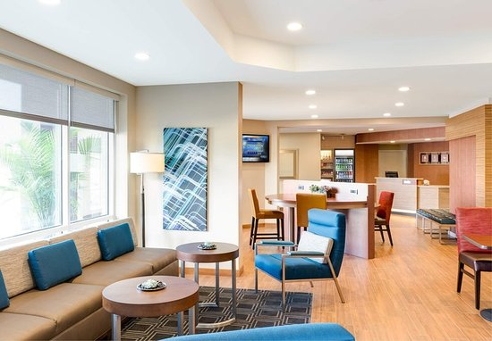 Lakewood, WA: Lobby Lounge