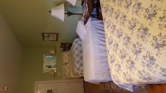 Brookside Manor Bed and Breakfast: 20170730_194744_large.jpg