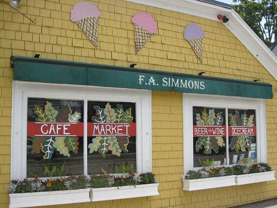 Little Compton, RI: Simmons Cafe and Market