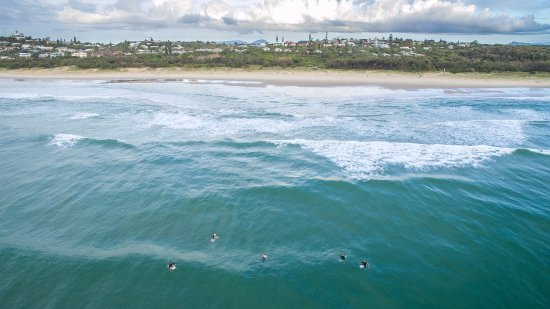Peregian Beach, Austrália: Surf at the front of The Retreat Beach Houses