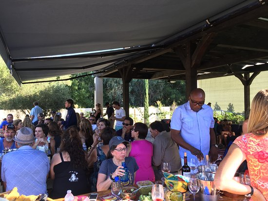 Ojai, CA: Dancing and tasting to the music