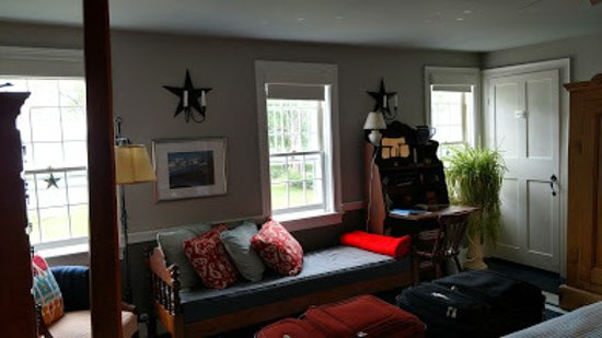 Middle Bay Farm Bed & Breakfast: View of the Star Room