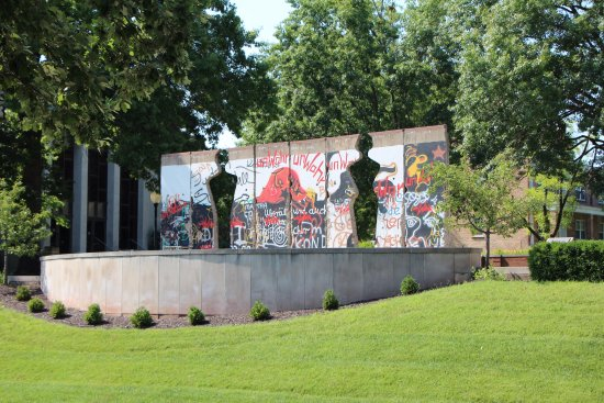 Fulton, MO: Berlin Wall section on the grounds