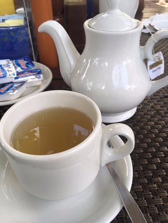 Flindt Patisserie and Bistro: Lemon ginger tea