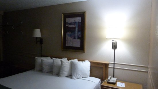 Affordable Inns: A nice clean room
