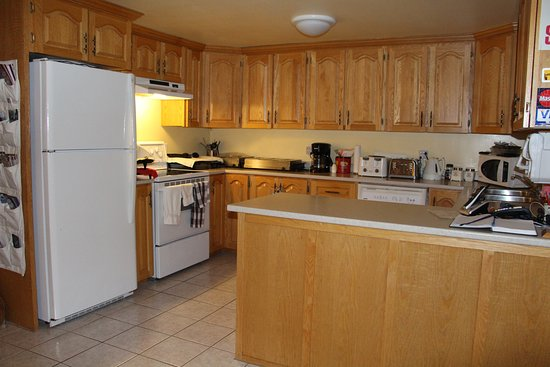 Gunners Cove, Canada : Kitchen on main level of B&B.
