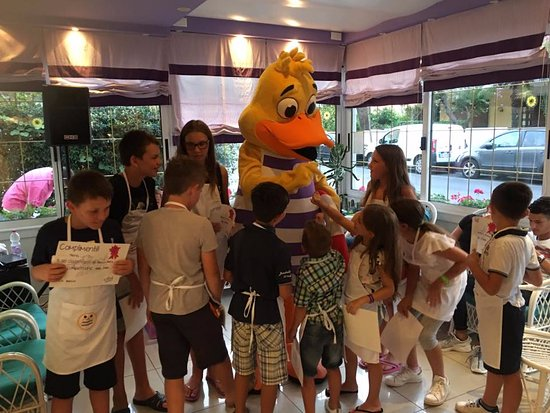 Hotel Germania: Having fun with the kids!