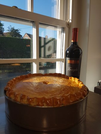 Wittersham, UK: Our steak and ale pie and Malbec.... yam