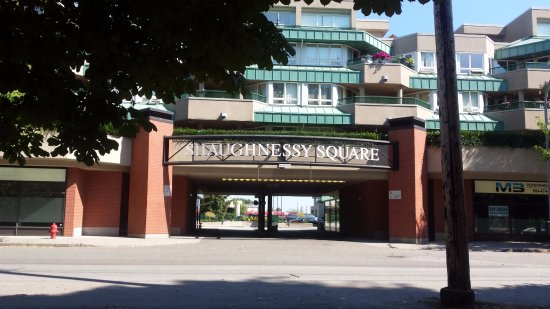 Port Coquitlam, Kanada: One of the entrances to the housing complex to get to the Burke Pub.