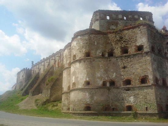 Medzhybizh, Ukraine: Вид на крепость и замок Сенявских
