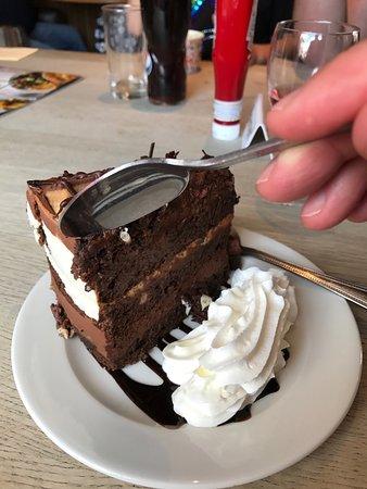 Port Glasgow, UK: Yummy chocolate and millionaire short cake