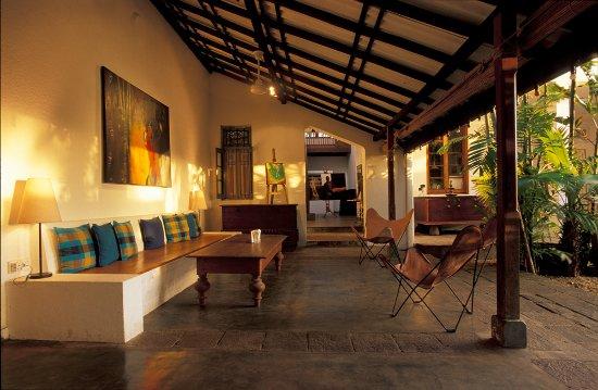 Barefoot Garden Cafe: The veranda next to the art gallery...