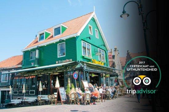 'T Havengat: Overlooking the harbor of Volendam