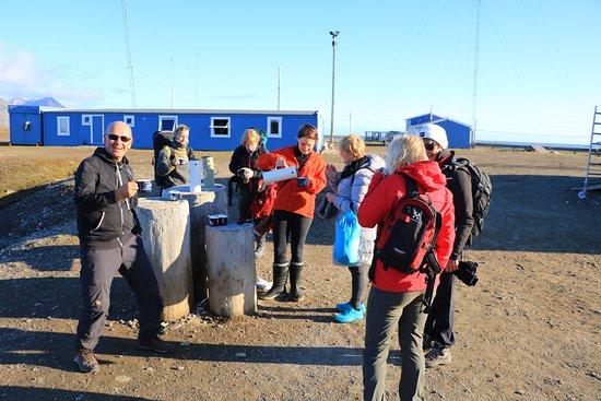 Isfjord Radio: Glögg ved ankomst