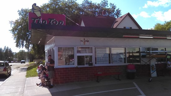 Osakis, Миннесота: Outside of the Tip Top Dairy Bar.